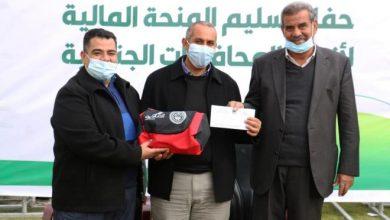 بالصور:غزة: تسليم منحة مالية بـ 50 ألف دولار لأندية الدرجة الثانية